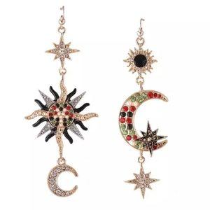 Jewelry - 🆕️Gold sun and moon drop earrings